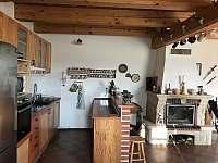 Chalupa u Hejnic - kuchyní s jídelnou -