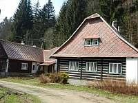 Pohled od cesty - chalupa ubytování Zdobnice - Kunčina Ves