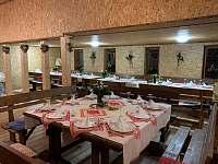 Slavnostně prostřeno ve společenské místnosti - Klášterec nad Orlicí