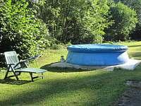 bazén na louce za domem - chalupa k pronájmu Skuhrov nad Bělou