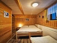 3 lůžkový pokoj v patře - chalupa k pronajmutí Zdobnice