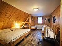 4 lůžkový pokoj v patře - chalupa k pronájmu Zdobnice