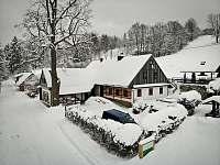 Chalupa Za pecí v zimě - k pronájmu Zdobnice