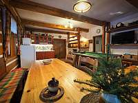 kuchyň v přízemí - pronájem chalupy Zdobnice