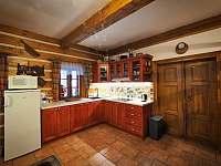 kuchyň v přízemí - chalupa k pronájmu Zdobnice