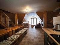 společenská místnost v patře - pronájem chalupy Zdobnice