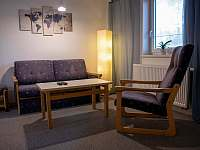 Ložnice 2, společenská místnost - apartmán ubytování Mistrovice