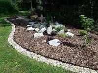 okrasná zahrada - pronájem chalupy Dolní Morava