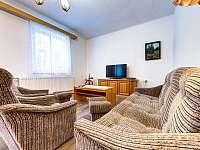 obývací pokoj - přízemí - chalupa k pronajmutí Těchonín