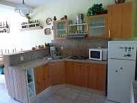 Kuchyně v přízemí - chalupa ubytování Čenkovice