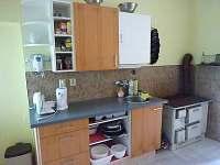 Kuchyně v přízemí - chalupa k pronájmu Čenkovice