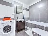 KOUPELNA S PRAČKOU - apartmán ubytování Nové Město nad Metují