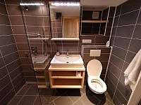 Chalupa Sněžník Basecamp - koupelna v přízemí - k pronájmu Dolní Hedeč