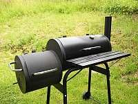 K dispozici gril na dřevěné uhlí - chalupa k pronajmutí Dolní Hedeč