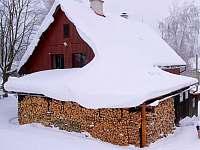 Sněžník Basecamp pod sněhem - chalupa ubytování Dolní Hedeč