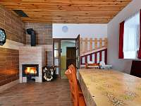 společenská místnost krb - Rokytnice v Orlických horách
