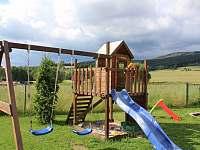 dětské hřiště - chalupa k pronájmu Deštné v Orlických horách
