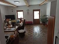 společenská místnost - pronájem chalupy Červená Voda