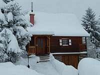 Boční pohled na vchod do chaty - ubytování Čenkovice