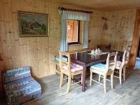 Velký stůl pro 8 přísedících - chata k pronájmu Čenkovice