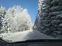 zima- cesta k šerlišskému mlýnu - apartmán k pronajmutí Deštné v O. h.