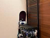 Apartmán pro 5 osob - chodba, sušák obuvi a oblečení - ubytování Dolní Morava