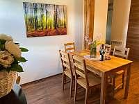 Apartmán pro 5 osob - jídelní stůl