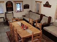 Společenská místnost - jídelní stůl / obývák