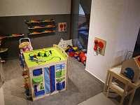 Penzion Hejlův mlýn - dětský koutek s interaktivními herními prvky - ubytování Horní Čermná