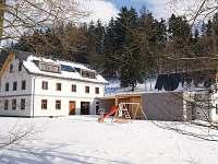 Penzion Hejlův mlýn - dvůr v zimě - Horní Čermná