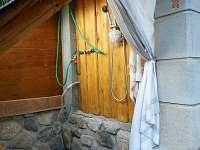 Venkovní sprcha (Aktuálně mimo provoz)