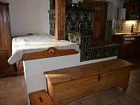 Kachlová kamna - spaní za pecí - Mladkov