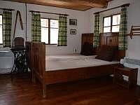 Spodní obytná místnost - pronájem chalupy Mladkov