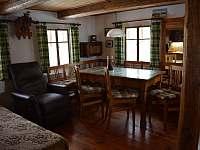 Spodní obytná místnost - jídelní kout - chalupa k pronajmutí Mladkov
