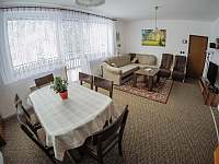 Obývací pokoj - chalupa k pronájmu Klášterec nad Orlicí