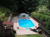 bazén u hhalupy v Horní Dobrouči - chalupa k pronájmu