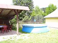 bazén a zastřešené posezení