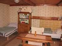 Podkrovní pokoj od kamen
