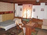 Podkrovní pokoj ze dveří