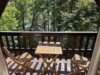 Balkon v 1. patře s výhledem na přehradu - chata k pronajmutí Pastviny - Lhotka