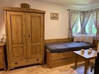 Obývací pokoj v přízemí - chata k pronájmu Pastviny - Lhotka