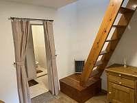 Schody z obývacího pokoje do 1. patra - Pastviny - Lhotka