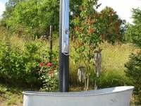 zahradní sprcha a dobové necky - Jamné nad Orlicí