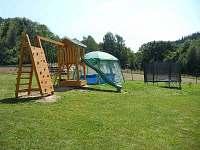 hřiště pro dětičky u nás na zahradě - Olešnice v Orlických horách