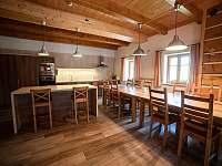 společenská místnost a jídelní část - chalupa k pronajmutí Rokytnice v Orlických horách