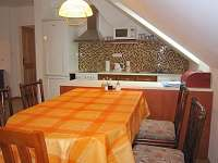 Kuchyň a jídelna v prvním patře