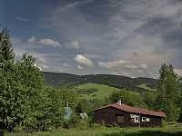Pohled z terasy chaty - k pronajmutí Deštné v Orlických horách