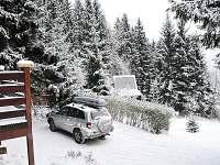 Prostor pro parkování - chata k pronájmu Deštné v Orlických horách