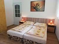 patro pokoj č. 4. - třílůžková ložnice - neprůchozí - Bušín
