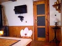 přízemí jídelna - společenská místnost - chata k pronájmu Bušín